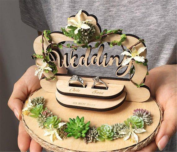 Wooden ring bearer holder, Customizable  wedding decoration,ring pillow altern… – Hochzeitsgeschenk