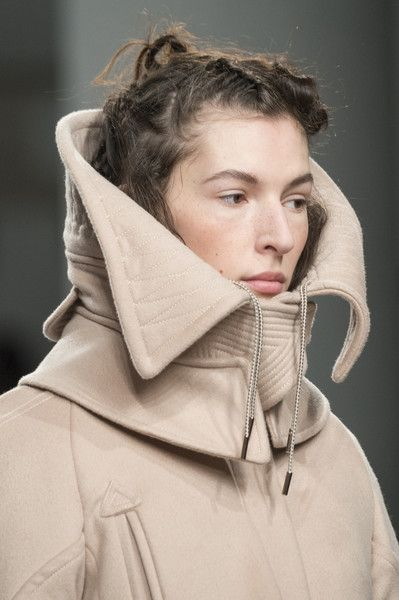 Antonio Berardi at London Fashion Week Fall 2017 - Details Runway Photos