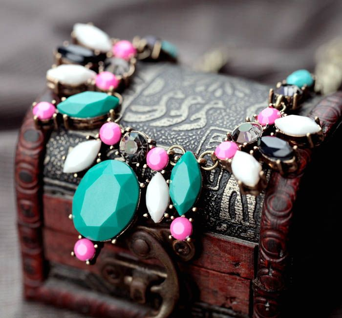 Stylish Chain Necklace With Different Colors Artificial Gemstones