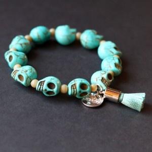 bracelet, skull, tête de mort, howlite, pompon, turquoise, magnesite: Skull 33, Skull Bracelets, Aqua Skulls, Skulls Bracelets