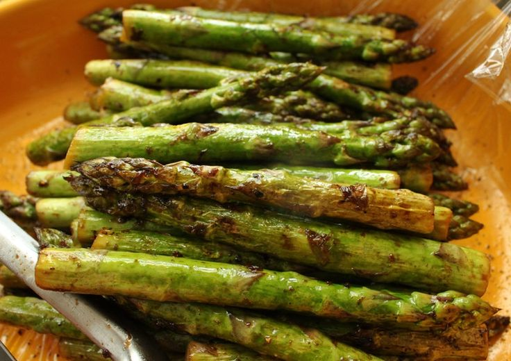 Looking for the perfect summer side dish? Recipe: Grilled Lemon Balsamic Asparagus