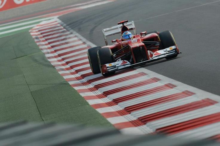 Gran carrera de Alonso en el G.P. de India, saliendo desde la quinta posición para acabar segundo.