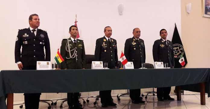 BERNAL BUSTAMANTE ASISTE A CLAUSURA DE CURSO CON LA POLICÍA NACIONAL DEL PERÚ