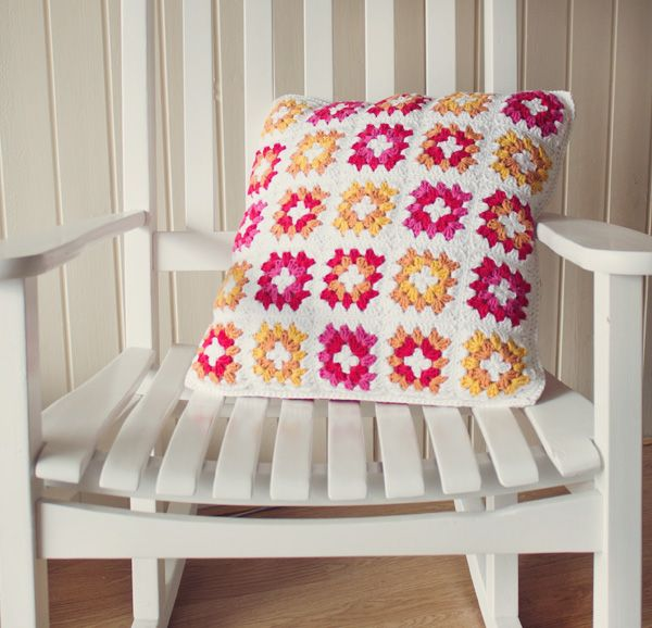 Granny Square Cushion Cover FREE Crochet Pattern