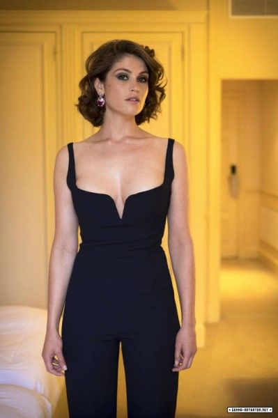 Gemma Arterton Hot Sexy Boobs Cleavage