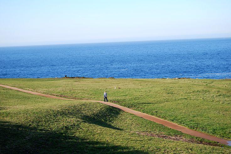 FelizViernes desde la #TorredeHércules. Con el buen tiempo, te recomendamos que vengas y disfrutes del entorno de la Torre. #PatrimonioMundial #Atlántico #Unesco #rutas