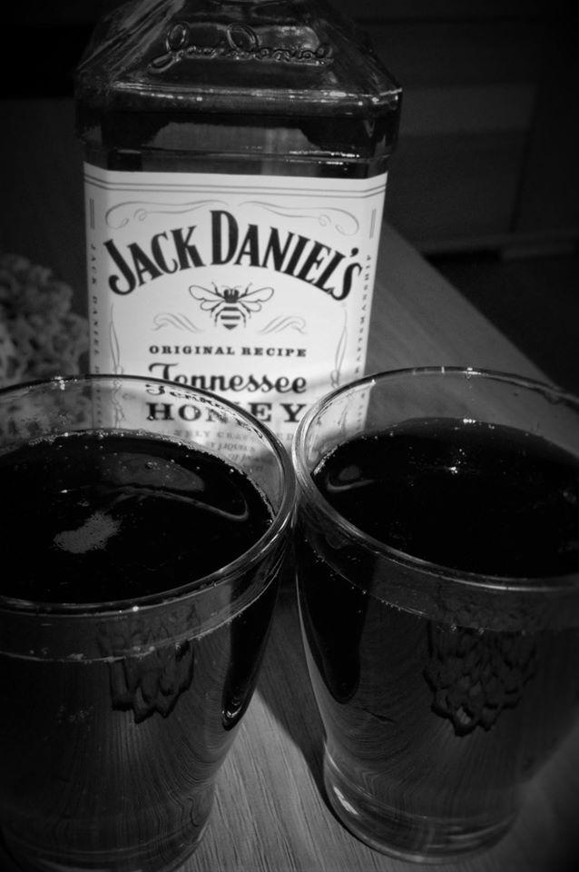 Legendarna impreza tylko z Jackiem Daniel'sem #wybeetnepolaczenie #miodowyJack #TennesseeHoney https://www.facebook.com/photo.php?fbid=1633709036954972&set=o.145945315936&type=3&theater