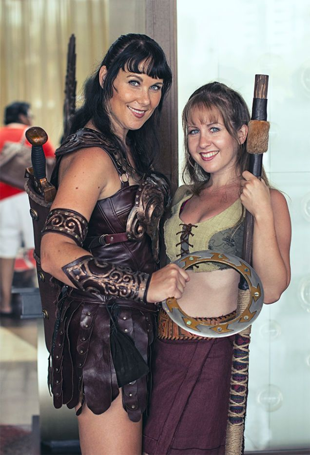 Xena and Gabriella from Comic Con 2014 - wow, great costumes and facial likeness!
