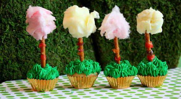 Truffula Tree Treats! A great snack to go with reading Dr. Seuss' The Lorax!: Happy Birthday, Cotton Candy, Recipe, Cupcake, Birthday Parties, The Lorax, Parties Ideas, Truffula Trees, Dr. Seuss