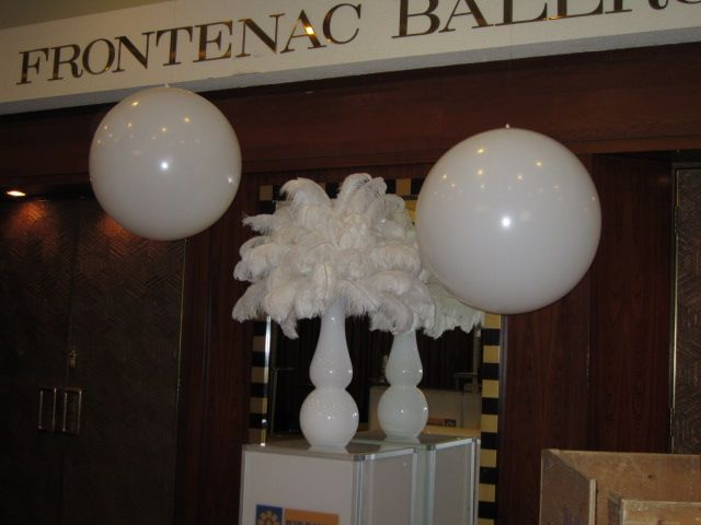 #Feathers at the #ChateauFrontenac #glam #balloons #corporateevents #companyparty #eventstoronto #ballooncorporateevents #summerparty #holidayparty #eras #decades #themedevents