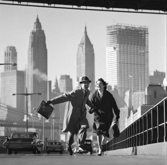 'NYC Skyline'    Una de las imágenes más conocidas de Norman Parkinson y una metáfora del optimismo de los años cincuenta (© Norman Parkinson Ltd, Courtesy Norman Parkinson Archive)