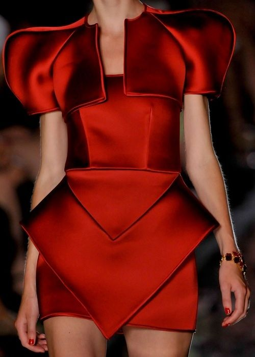 Alexandre Vauthier Couture - this looks like what a futuristic medieval queen (played by SWINTON or Cate Blanchett) would wear into battle