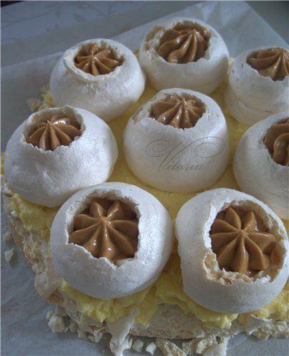 Ореховое безе в сочетании двух видов крема ,получается ну очень вкусно. А рецепт рождался в голове и ждал воплощения. Ореховое безе для 2 коржей: 3 белка 1 стакан…