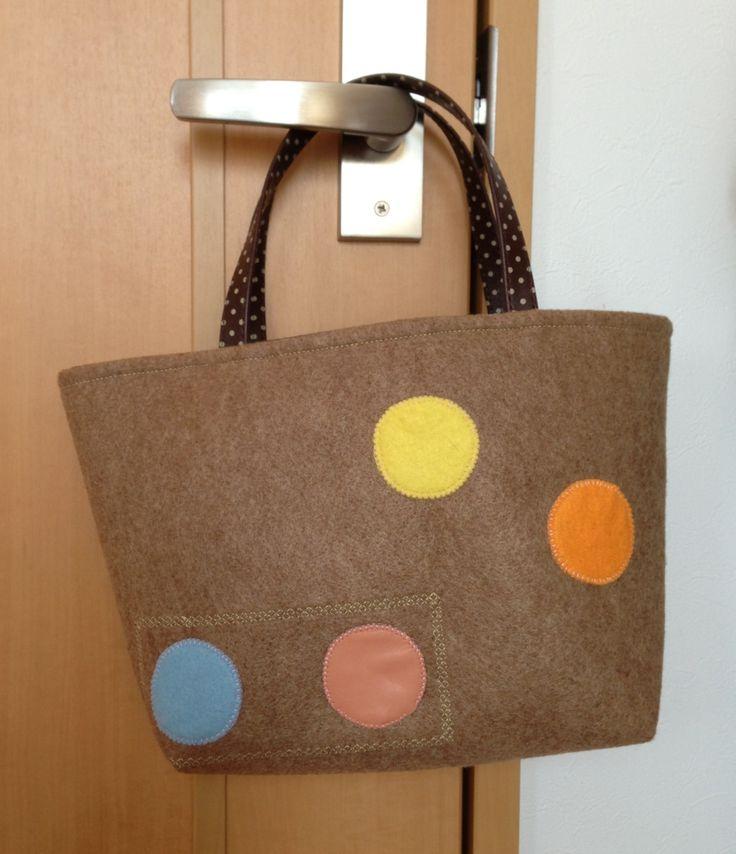 ワークショップにて作ったフェルトバッグ。