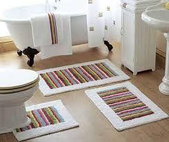 Bu banyo halılarından istiyorum! Benim banyom tamamen beyaz, biraz renk lazım. Halıstores.com'da buldum bunları, çok şık görünüyorlar. Sipariş verdim, bekliyorum :) Banyo halıları: http://www.halistores.com/banyo-halisi