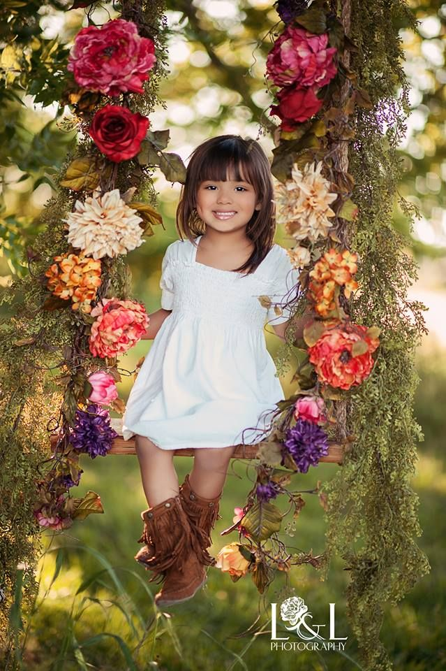 L Photography. Would LOVE to have a swing like this for flower girl pictures!