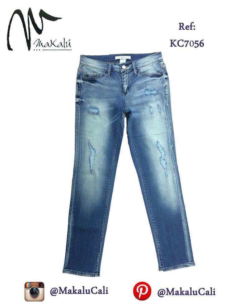 Vaqueros en jean para dama bota recta. #modafemenina #makalu #makalucali #tendencias #ropaamericana #fashionweek #outfit #indigo #moda #cali #colombia