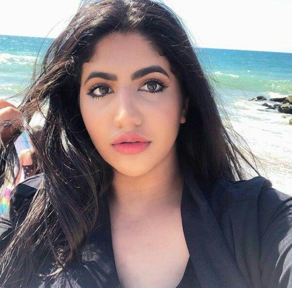Pin By Maryam On Youtubers Girl Pretty Pretty Girls