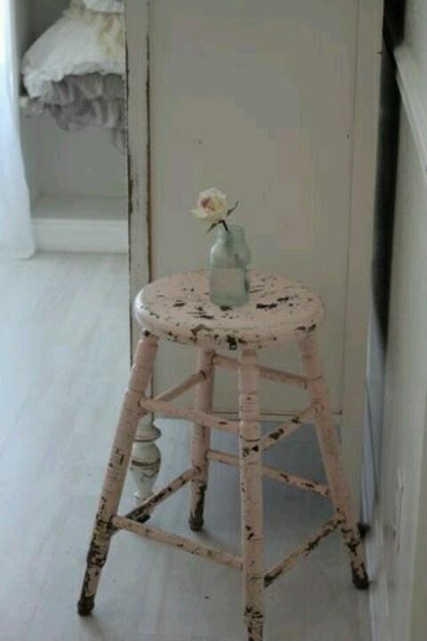 Oud roze krukje