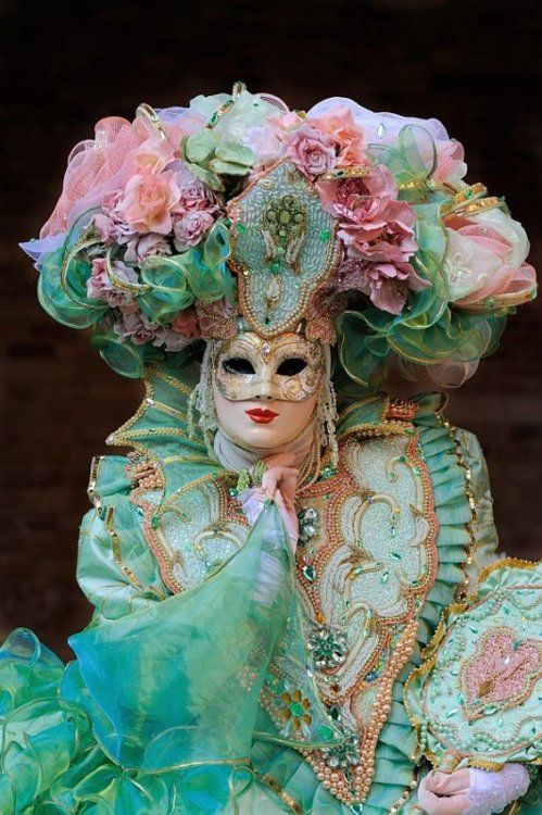 Absolutely stunning! Carnevale di Venezia mask and costume in lovely pastels with gold trim. A really frothy costume!
