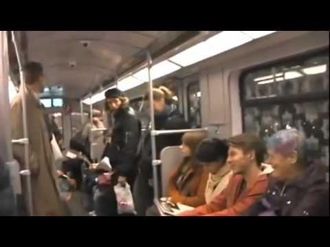 Ataque de risa contagiosa en el metro de Berlín