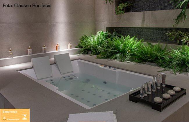 Folhagem na lateral e buraco para amenities     Banheira Oceanus Dupla