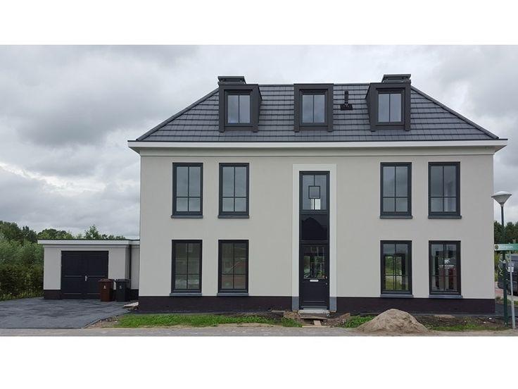 Deze woning combineert strak en klassiek op perfecte wijze. Ontworpen door Bertram Beerbaum, gebouwd door Groothuisbouw Emmeloord.