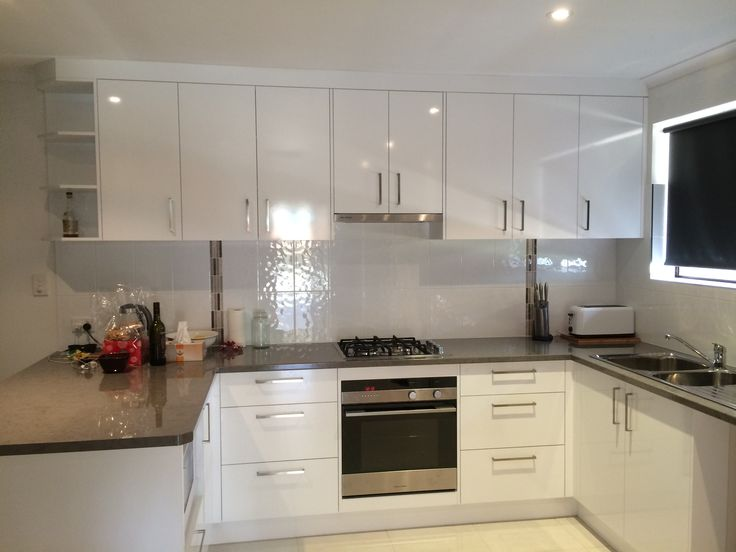 kitchen tops laminex 39 petra 39 stone diamond gloss doors panels laminex polar white silk