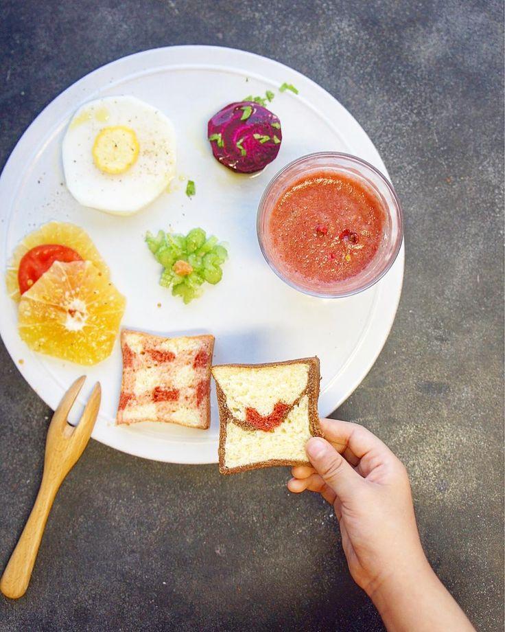 #vegetable #foodstagram #fruits #salad #esseonlineサラダ #イラストパン #ピンクのガスパチョ #目玉焼きサラダ 中には #豆乳クリーム #ビーツ #ラビオリ #セロリの浅漬け #冷蔵庫 の中身がさみしく#シンプル に 可愛いパンのおかげでなんとか #着色料不使用 久しぶりに小麦粉のパンを焼きました なんと扱いやすいのでしょう #loveletter #管理栄養士 #だまし絵 #oneplate #breakfast #朝食