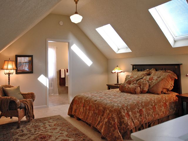 Best 25 attic master suite ideas on pinterest attic for Upstairs bedroom designs