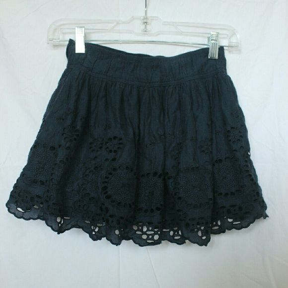Navy gilly hicks skirt price cut!! gently worn flowy skirt (Gilly Hick is no longer sold anywhere) Gilly Hicks Skirts Circle & Skater