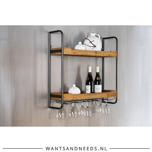 Stijlvol en stoer! 😎Deze gave keukenrek is gemaakt met hout en metaal waardoor…