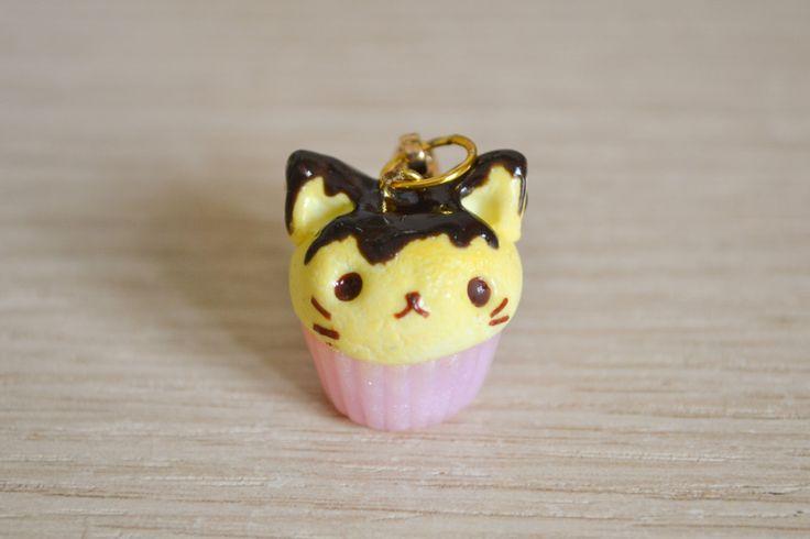 Kawaii cupcake a forma di gatto con cioccolato, ciondolo per borsa o chiavi, in pasta polimerica di LittleWitchHandmade su Etsy https://www.etsy.com/it/listing/235019204/kawaii-cupcake-a-forma-di-gatto-con