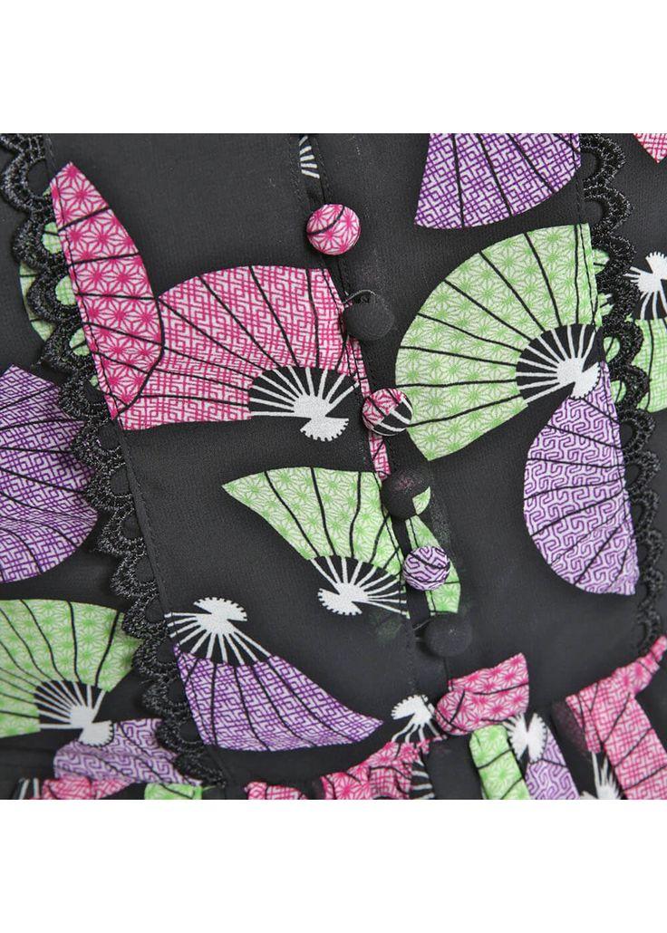 Description: Waaiers die konden we deze zomer wel gebruiken! Deze beeldige 40 s jurk is gemaakt van een laag opvallend luchtig chiffon met een zwarte onderjurk zodat ze niet doorschijnt.  Price: 54.95  Meer informatie  Lindy Bop Francy Geisha Fan Tea 40's Jurk Zwart