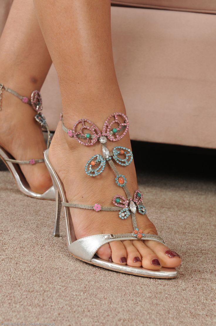 Lala Bond's Feet << wikiFeet