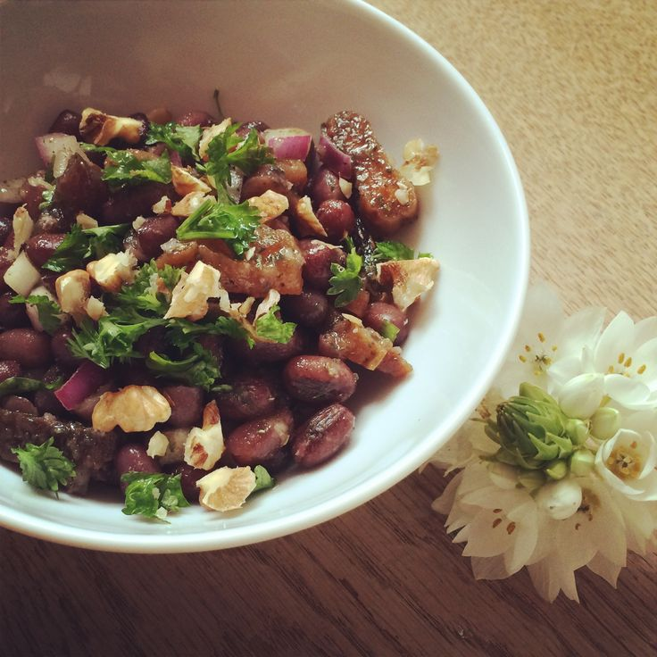 Toen ik in januari geïnspireerd raakte door Amber Albarda om mijn brood als lunch te vervangen door een salade, kocht ik diverse soorten bonen. In een van haar boeken vermeldt Amber namelijk een recept om iedere werkdag een makkelijke lunch te maken die zeer voedzaam is. De basis hiervoor is rijst, quinoa of couscous, aangevuld …