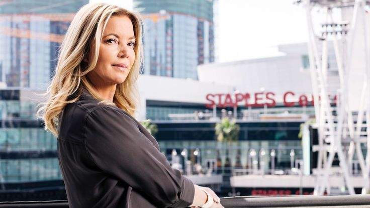 Family or franchise? Jeanie Buss' choice was easy #FansnStars