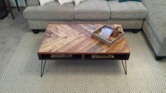 Table basse de Chevron palette par SucculentWoodShop sur Etsy