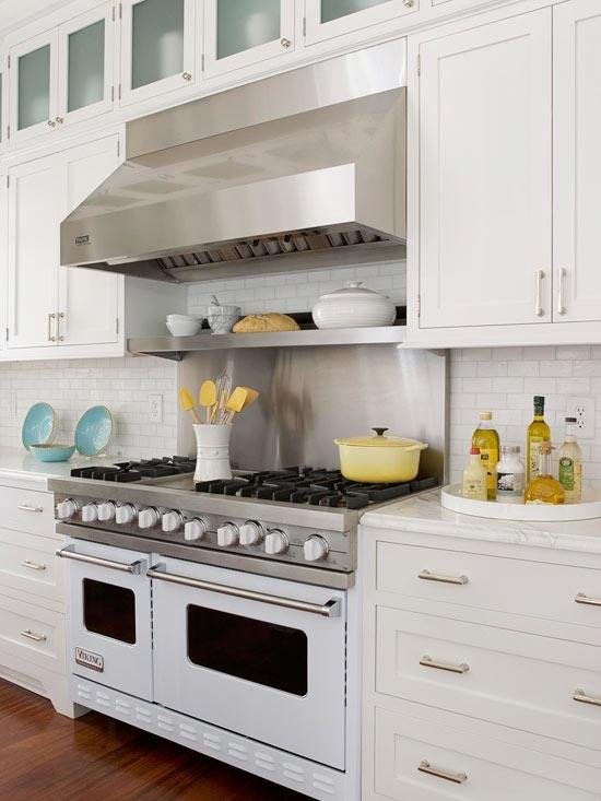 White Viking Range Via Pink Wallpaper Kitchen Design Home Kitchens