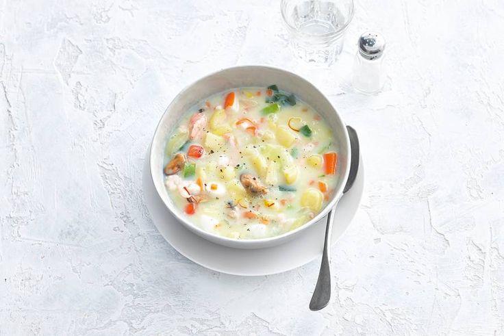 30 december - Italiaanse roerbakmix in de bonus = een goedgevulde vissoep met een Italiaans tintje. Dat wil je elke dag toch wel eten? - recept - Allerhande