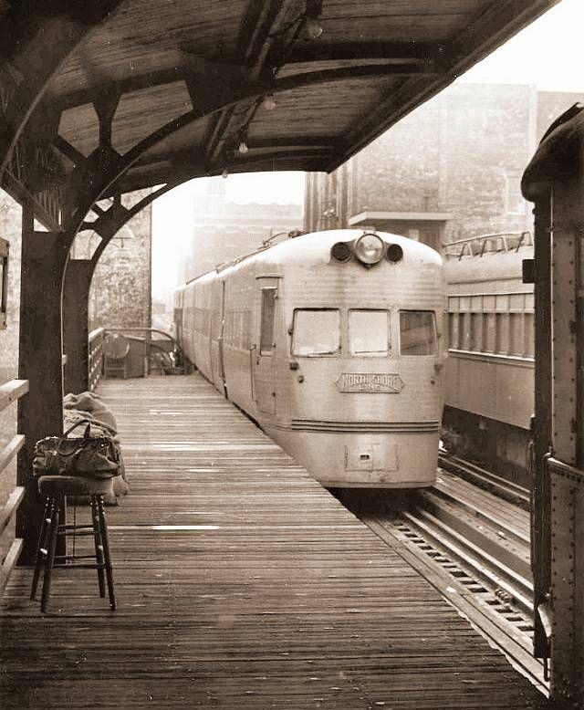 CHICAGO electroliner at the elevated platform the