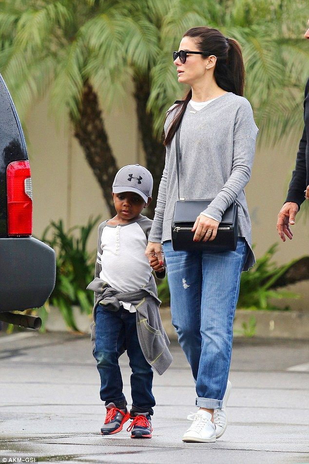 Friday afternoon, Sandra Bullock took some time off from work to kick back with her beloved five-year-old son Louis.