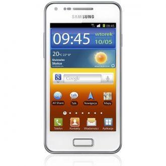 Samsung Galaxy S Advance to następca popularnego modelu Galaxy S Plus. Wyposażony został w dwurdzeniowy, mocny procesor 1 GHz. Działa w zakresach sieci 2G/3G. Na pokładzie pracuje dobrze znany użytkownikom smartfonów Android 2.3 Gingerbread. Z opcji godnych uwagi warto wymienić opcję NFC, czyli komunikację zbliżeniową z urządzeniami takimi, jak np. głośniki przenośne. Galaxy S Advance posiada wygięty wyświetlacz w technologii AMOLED z funkcjonalnością MultiTouch.