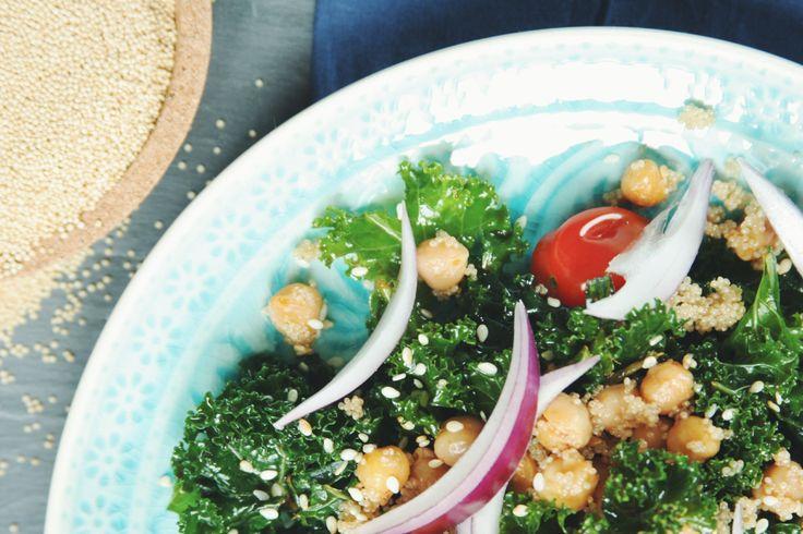 Kadeřávkový salát s amarantem a ostrou cizrnou