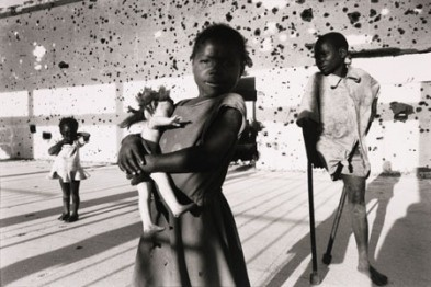 World Press Photo of year 1996. Autor Francesco Zizola (Victims of civil war in Angola. Children who were maimed by landmines lie in Kuito, a town whose population was decimated after the war)