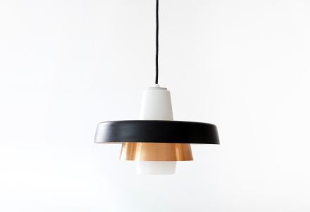 Deens design hanglamp met glazen kelk en zwarte en koperenringen