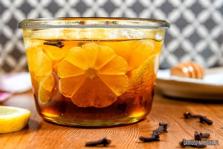Przepis na kiszoną cytrynę w miodzie czyli absolutnie wyjątkowy przysmak. Jest słodka i kwaskowata jednocześnie, a w dodatku bardzo zdrowa i to nie tylko na przeziębienie.