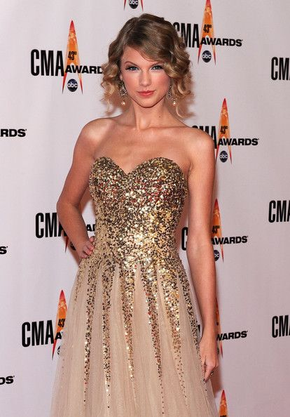 Taylor Swift Photos - The 43rd Annual CMA Awards - Arrivals - Zimbio
