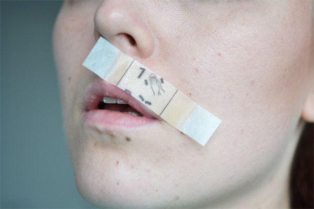 Goedkoop trucje om je wenkbrauwen en bovenlip te waxen : Mascha's Beautyblog – Beautygloss.nl