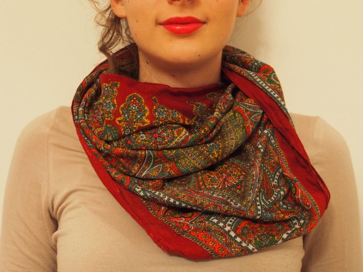 Slavic Shawl foulard VINTAGE floreal EASTER EUROPE style brown colour di LovingBalkans su Etsy